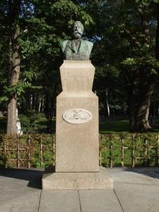 clerk-statue-bustup